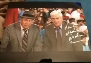 LESLIE-NIELSON-SIGNED-8X10-PHOTO-NAKED-GUN-W-COA-PROOF-RARE-WOW
