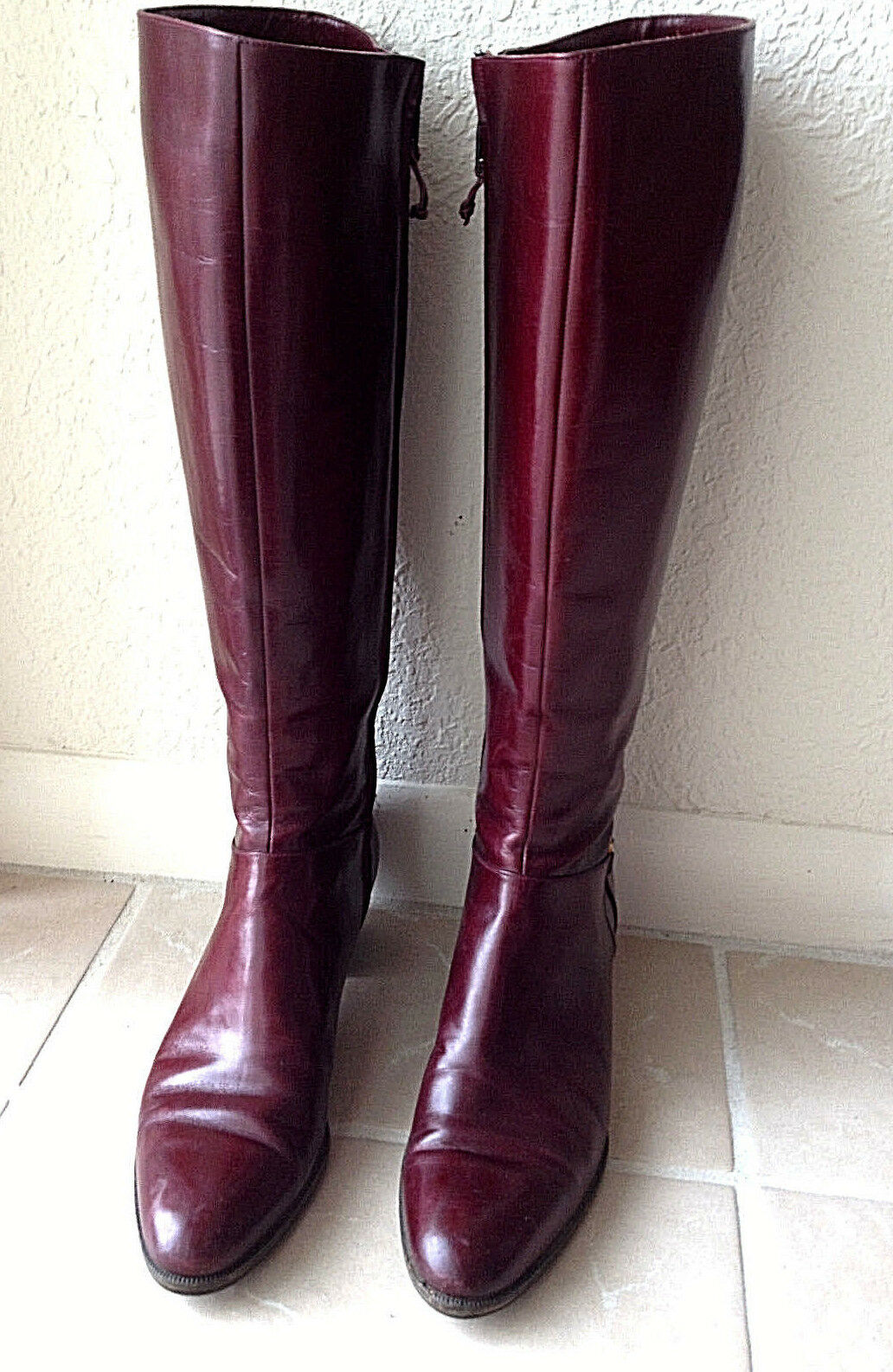 NEAR PERFECT FERRAGAMO BURGUNDY KNEE-HIGH BOOTS - BOX ( 400.00) - 7 AA VINTAGE