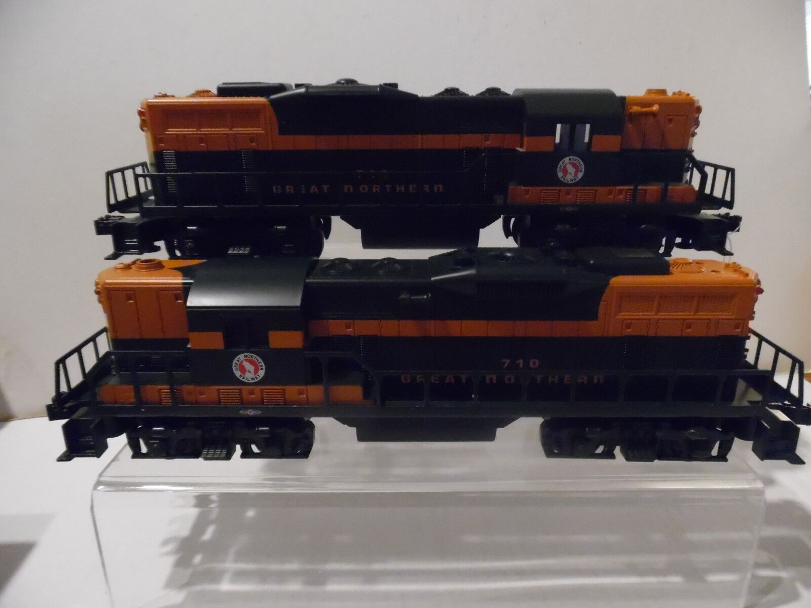 Williams Great Northern GP-9 Powered and Non powered diesel pair NIB