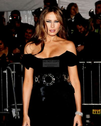 OP-481 MELANIA TRUMP ATTENDS AN EVENT IN NEW YORK CITY IN 2009-8X10 PHOTO