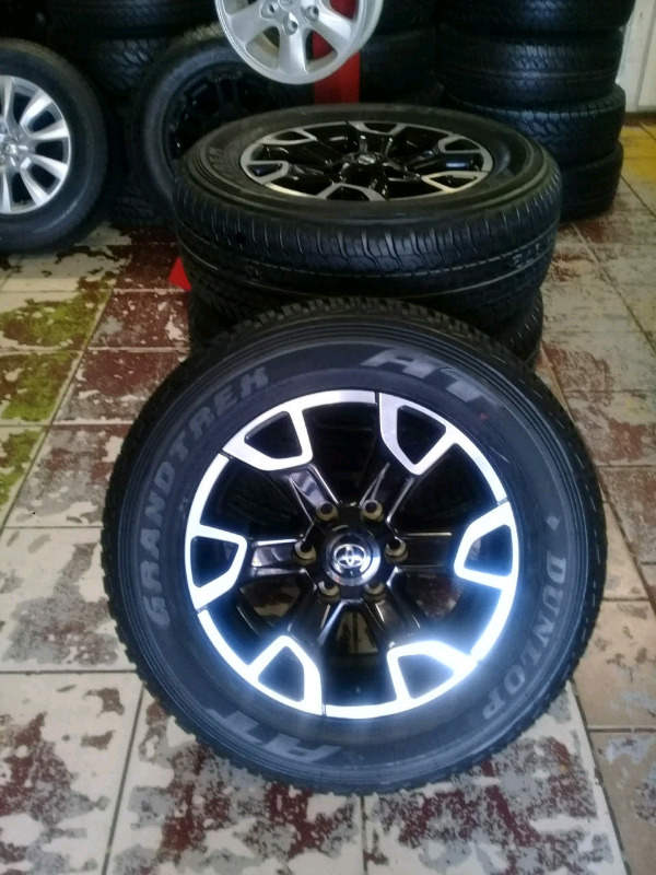 TOYOTA. FORTUNER RIMS/TYRES 18 INCH X4