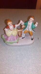 Ancien couple en biscuit