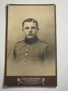 Augsbourg-soldat En Uniforme-couronne Et Lettre Sur épaule-portrait/cdv-afficher Le Titre D'origine