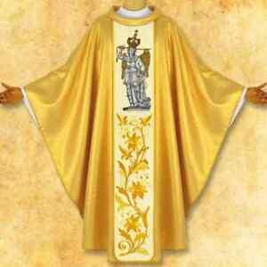 Casula-con-immagine-ricamata-039-San-Michele-Arcangelo-dall-039-alto-Gargano-039
