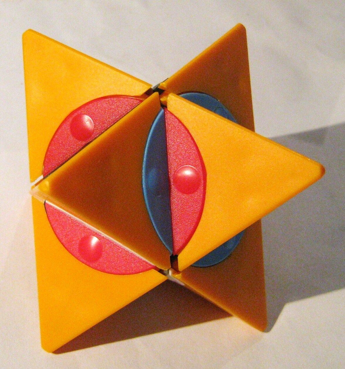 Rare Vintage Hungarian Twisty Puzzle from 80s  Dino Star naranja Base Colore