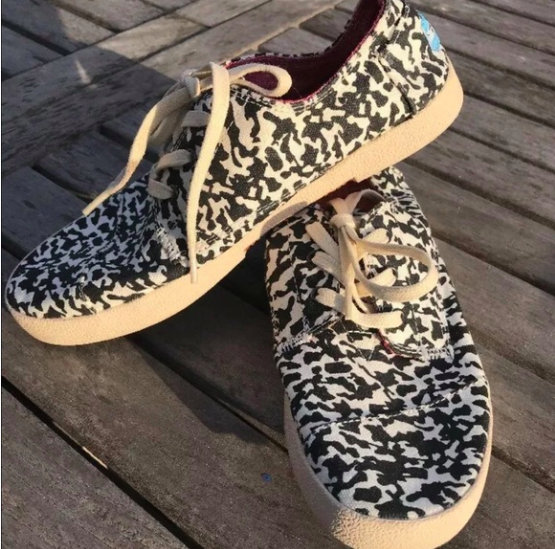 TOMS Womens Shoes Size 5.5 Fashion Sneakers Beige Animal Print Lace Up Low Top