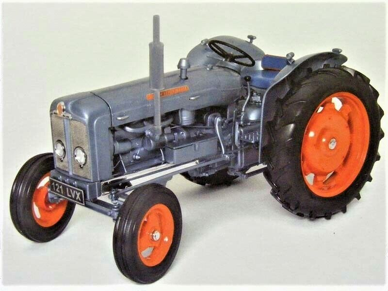 Universal Hobbies 2951 Fordson Super Major Launch Model 1960 - 1 16 Die-cast MIB