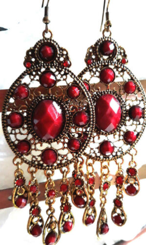 Jolies Boucles d/'oreilles  résine  et strass rouge  sur  métal doré,sans nickel
