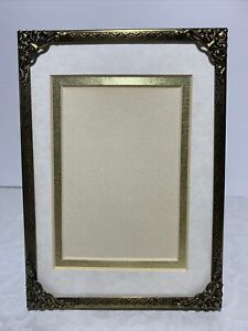 New-Vintage-Gold-Embossed-Metal-Picture-Frame-Corner-Caps-Standing-5x7