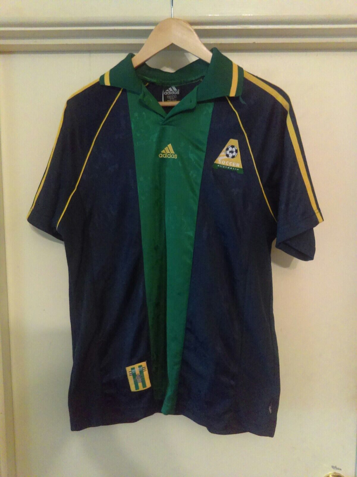 aa7f39917 90s boys size 14 socceroos jersey. Made in Australia adidas Vintage ...