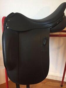 IDEAL Ozelle Dressage Saddle 18\