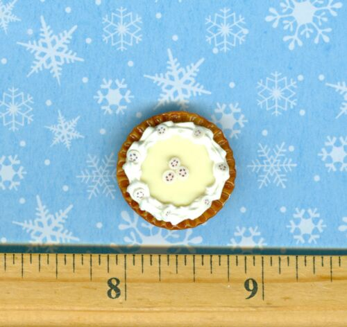 Dollhouse Miniature size Banana Cream Pie with a Crimped edge