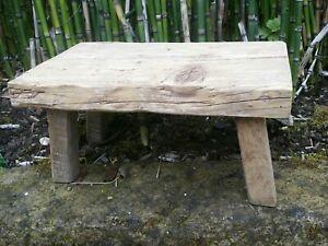 Petit tabouret Repose pieds en bois porte plante N°2