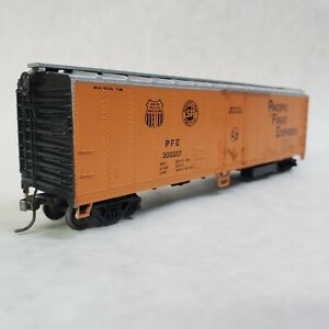 Athearn-HO-50-039-Mechanical-Reefer-Smoothside-Pacific-Fruit-Express-PFE-300207