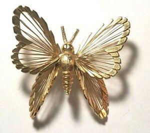 Vintage-Monet-Gold-Tone-Butterfly-Pin-Wire-Filigree-Glittery-Brooch-Lapel-Pin