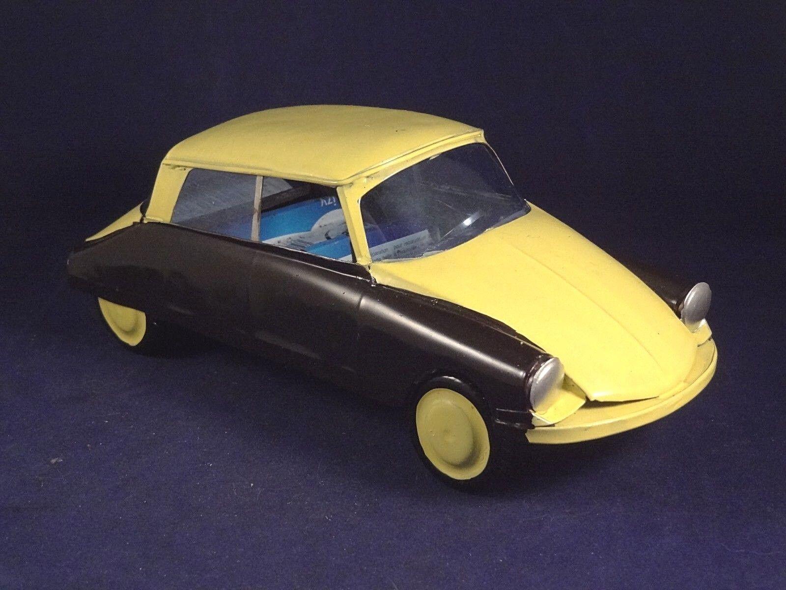 Beau jouet voiture tôle citroën DS fabrication artisanale superbe création