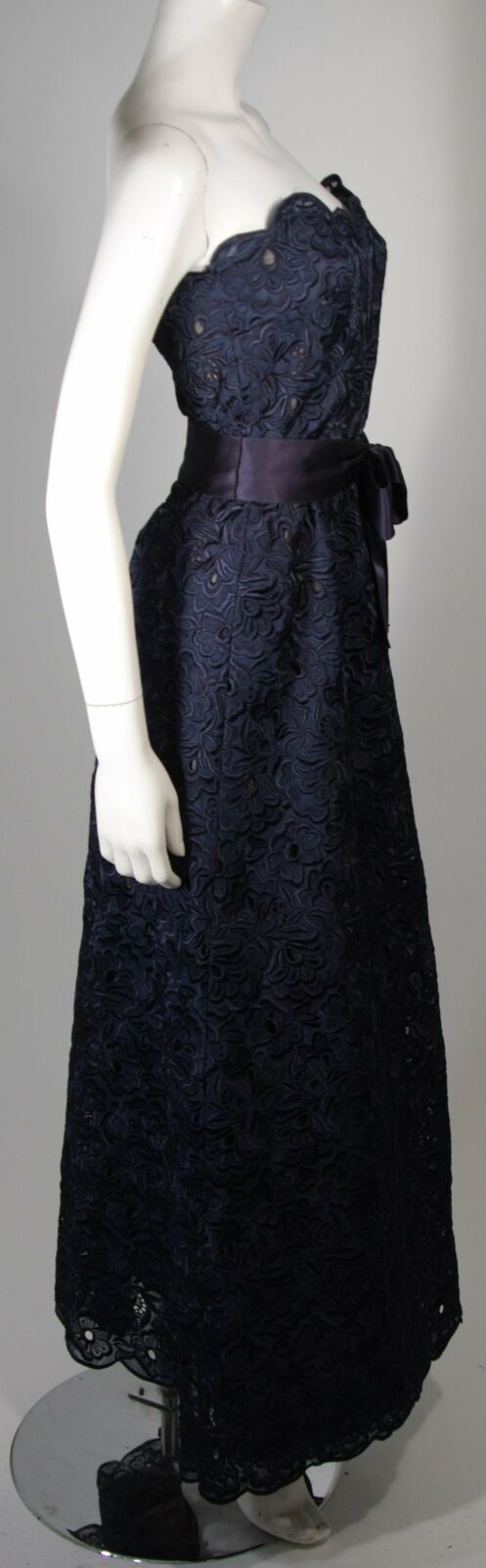ARNOLD SCAASI Navy Floral Lace Gown Satin Belt Si… - image 4