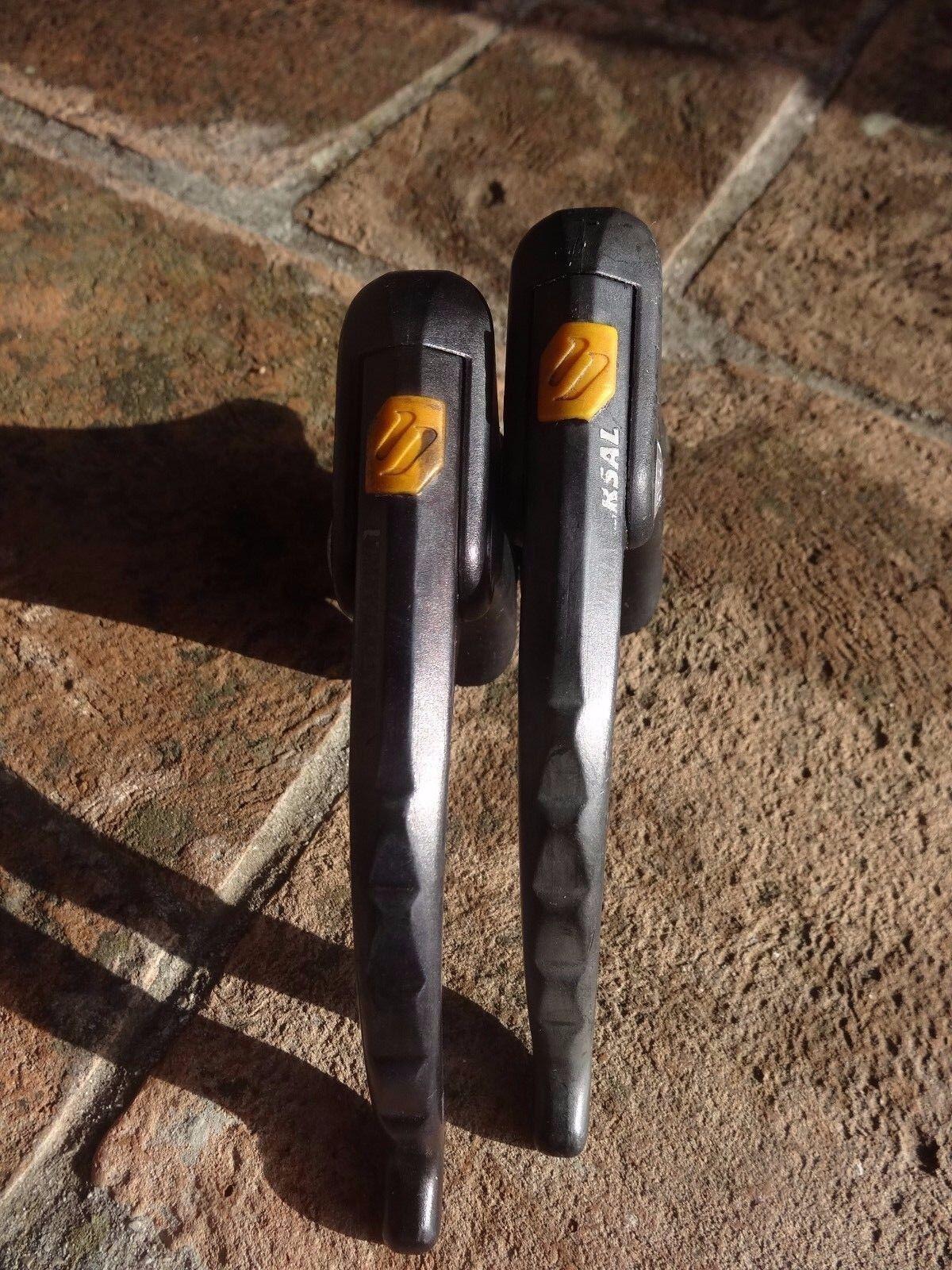 Vintage Universal LR2 Aero brake levers.