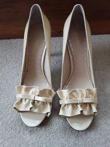 Enzo-Angiolini-cream-gold-Sz-8M-ruffle-Heels
