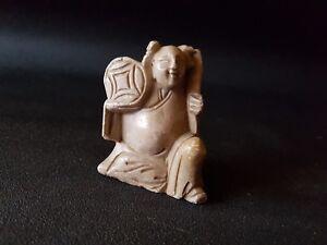 Sujet-asiatique-sculpte-dans-de-la-pierre