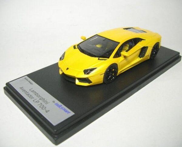 Lamborghini LP 700-4 (jaune Orion)