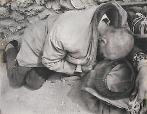Photographie-par-Kim-Camba-1973-homme-assoupie-film-a-determiner