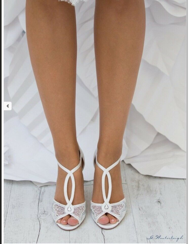 Wedding Shoes Ivory Lace Cross Open Bride number 36 Collection 2019