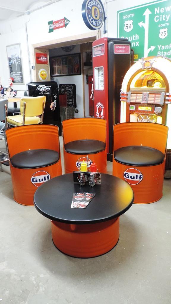 Ölfass Sessel & Tisch Lounge Racing Vintage Vintage Vintage Garage US-Car Gulf Garage Boxengasse 4a6592
