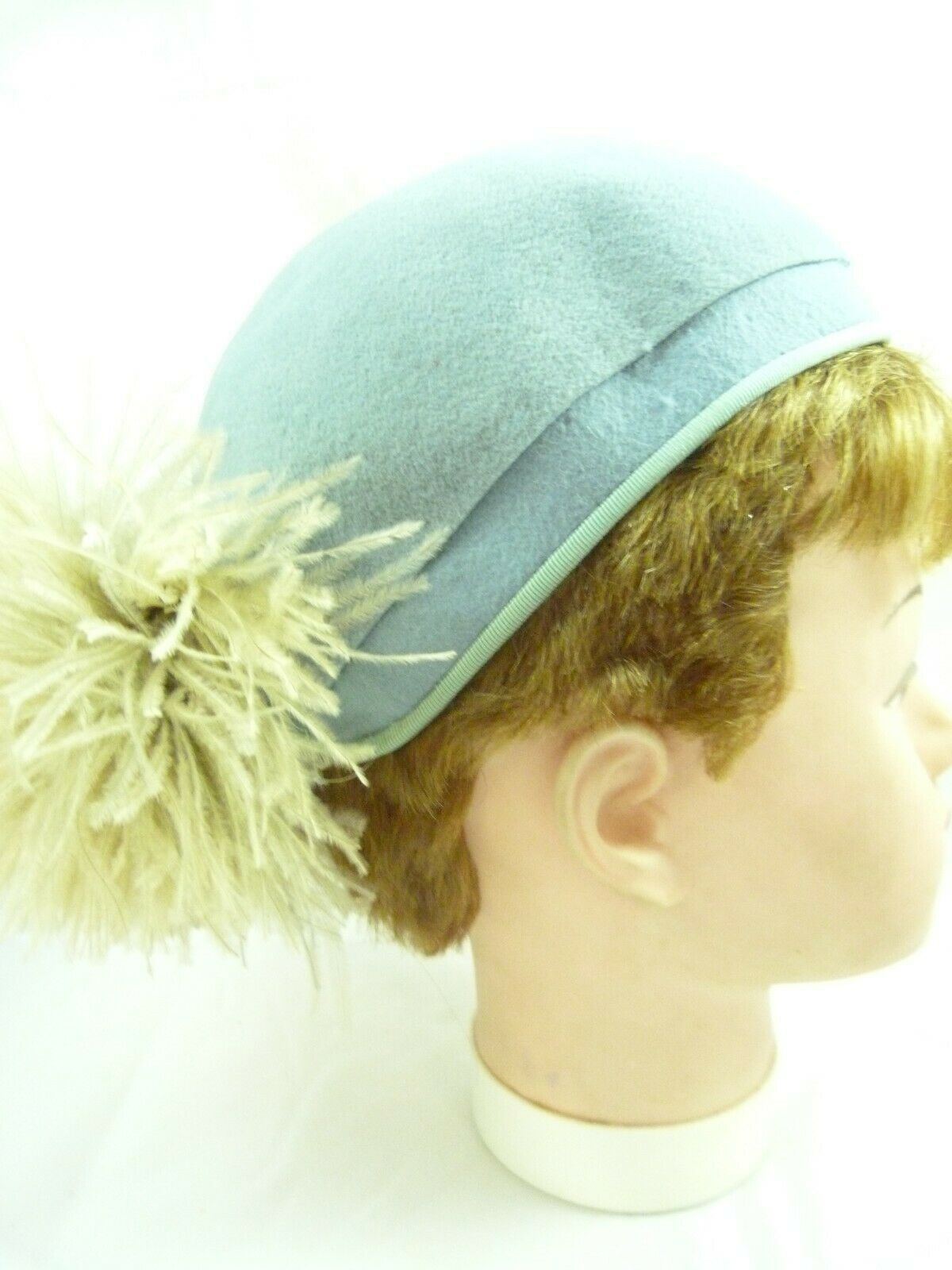 Vintage MARSTON COMPANY San Diego Peacock Blue Feather Ladies Fancy Hat 22 1/2