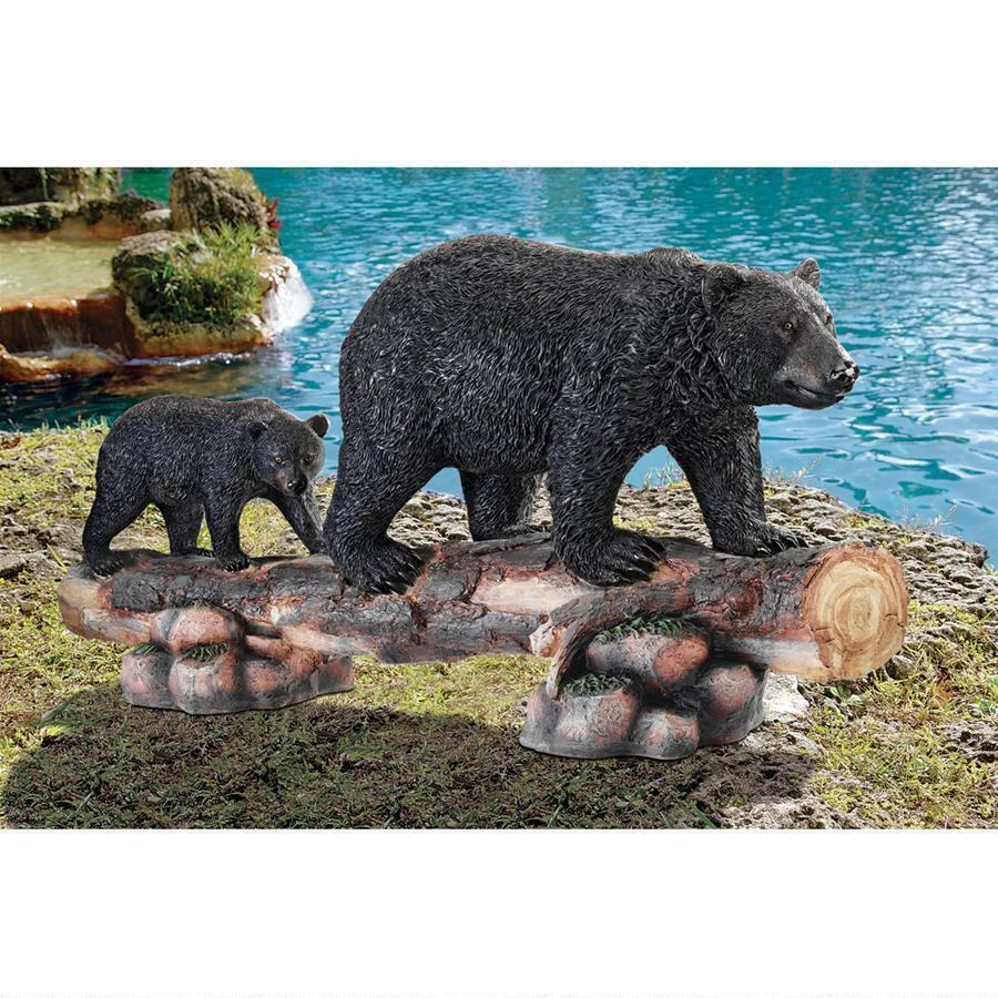 Mother schwarz Bear and Cub Grand Scale Magnificent Hand Painted Garden Sculpture