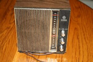 Vintage-General-Electric-AM-FM-Radio-Model-T2259D-FOR-PARTS-OR-REPAIR