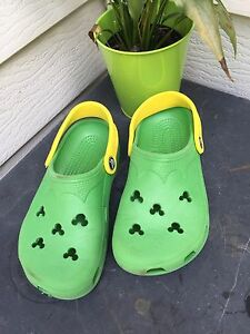 b2be68b1d257e Image is loading CROCS-Green-MICKEY-MOUSE-Clogs-Junior-Kids-Youth-
