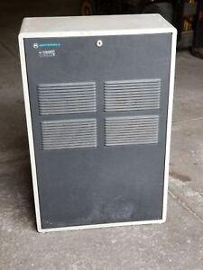 Motorola-MSR-2000-Radio-Base-Repeater-C73KSB-3106B-w-Cabinet