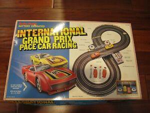 RadioShack-Slot-Car-034-International-Grand-Prix-Pace-Car-Racing-034-60-1089-COMPLETE