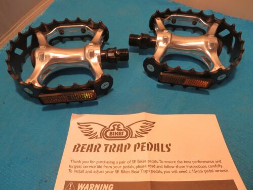 "SE Bikes BMX Black//Silver Bear Trap Pedals 9//16/"" Set with Reflectors New"