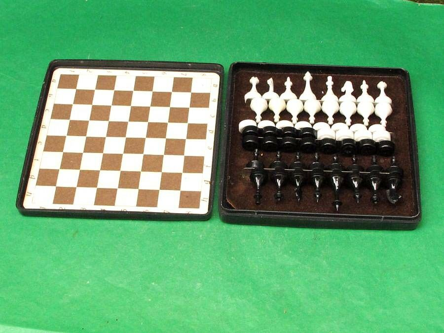 Vintage USSR Travel Travel Travel Magnetic Chess-Checkers Set In Original Plastic Box. 465486