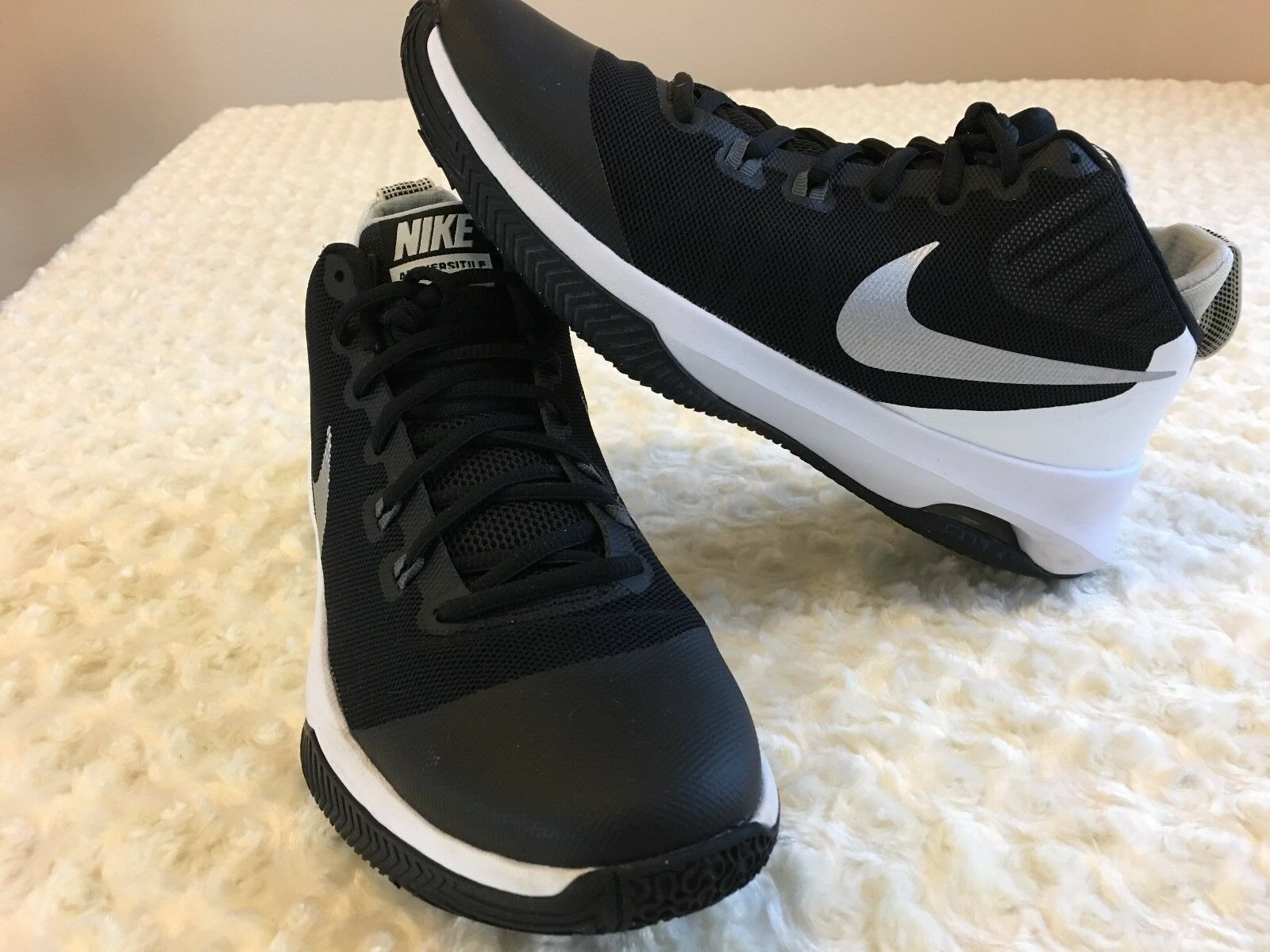 NIKE VERSATILE Women Shoes Siz 9 Black and White Basketball Sneakers Sport  Gym