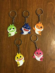 Baby Shark Lot of 5  Keychains New Daddy Mommy Grandpa Grandma Party Favor HOT