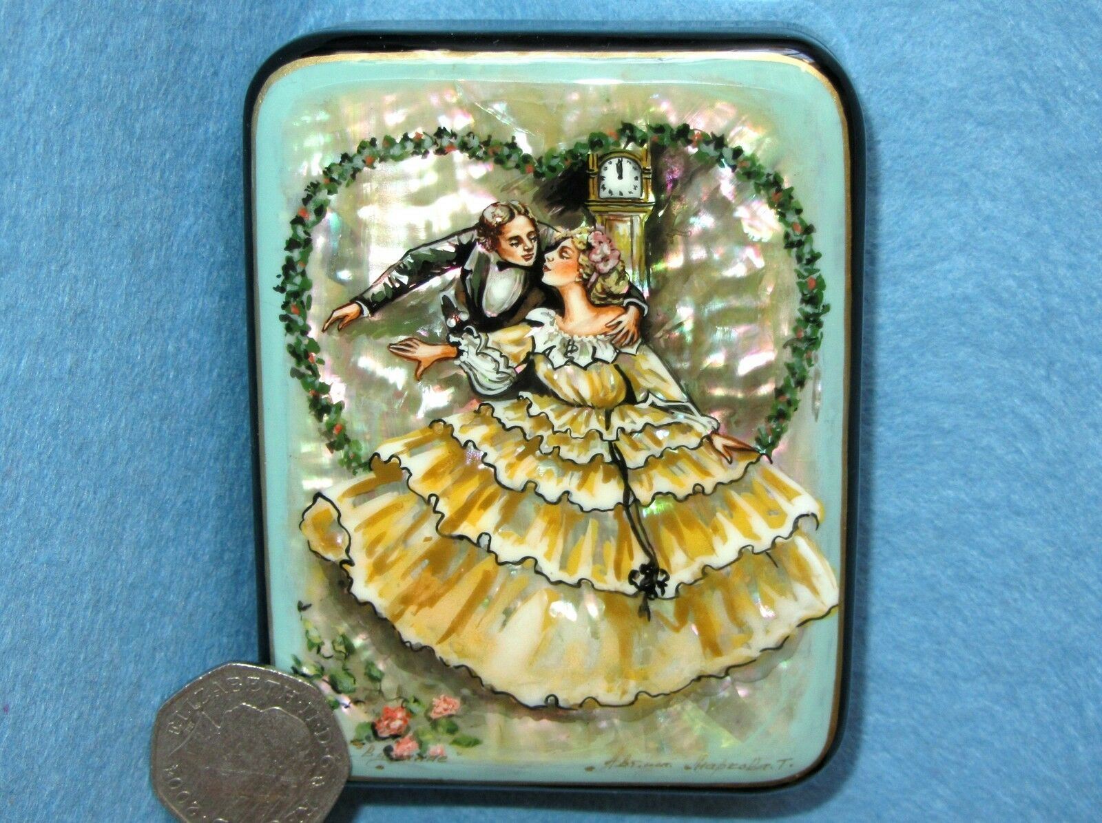 Russian LACQUER SHELL Box SMALL HAND PAINTED DATE Couple LOVERS Wedding signed