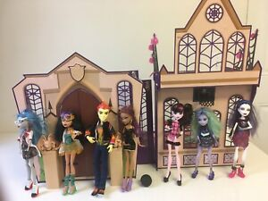 Monster-High-High-School-Playset-House-And-Lot-Of-7-Dolls-amp-Accessories