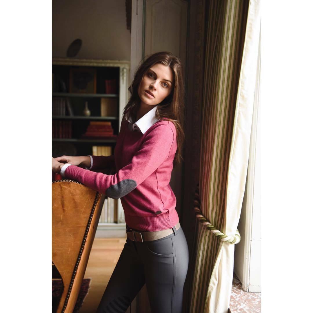 Milan V-Neck Sweater rot lila w Dark grau Patch