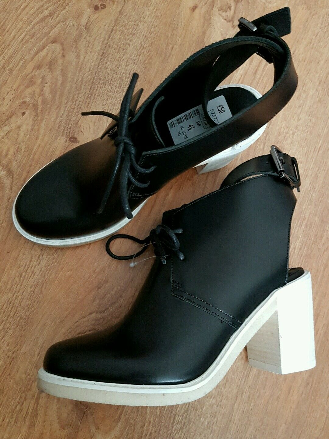 NEW * CLARKS* Size 4.5, DESERT  DELTA BLACK LEATHER ANKLE  BOOTS SHOES
