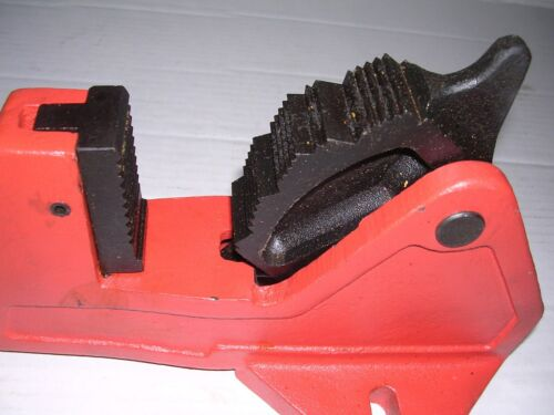 """NEW FOOT VISE no PIPE WRENCH 1-1//4-2/"""" RIDGID 300 535 700 1822 122 Pipe Threader"""