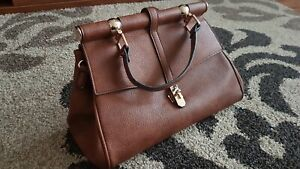 Damen Handtasche braun KOSSBERG tolles Design  Innentaschen Metallanhänger