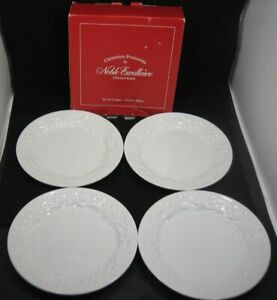 Lot-4-NOBLE-EXCELLENCE-Christmas-Poinsettia-Salad-Dessert-Plates-Embossed-Floral