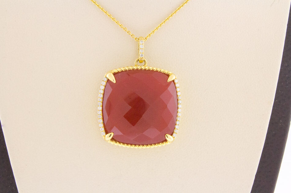 14K Yellow gold Women's Natural Red Agate Center Real White Diamonds Pendant 16