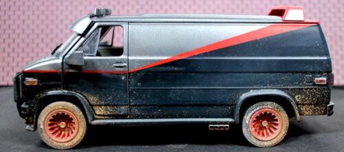Einschußlöcher 1:24 Greenlight 84112 1983 GMC Vandura A-Team Van verschmutzt