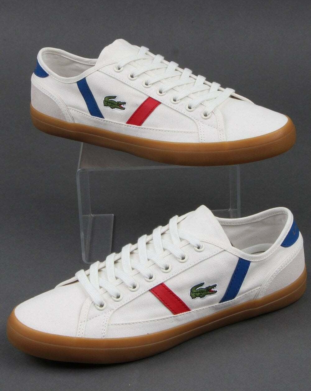 Lacoste Sideline Trainers in Off blanco, rojo & azul with gum sole - canvas pump