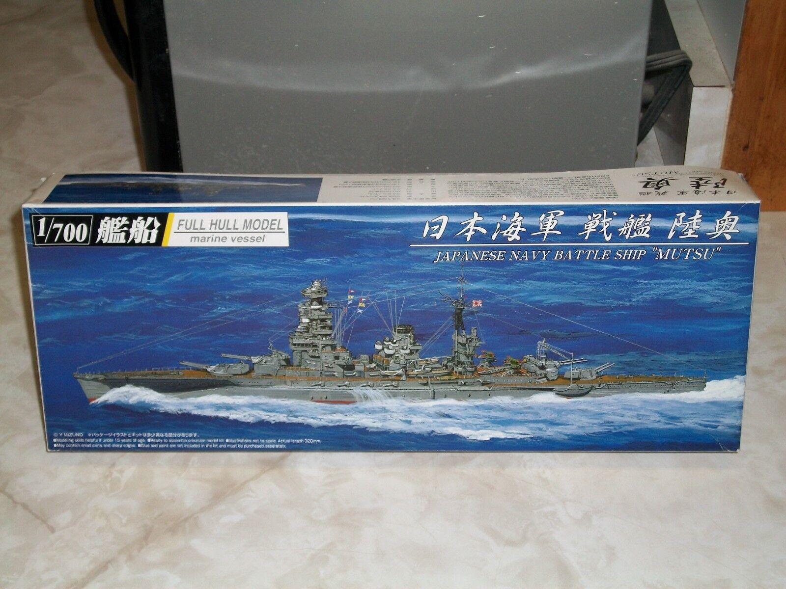 Aoshima 1 700 Scale  Mutsu , Japanese Navy Battleship, Full Hull Model