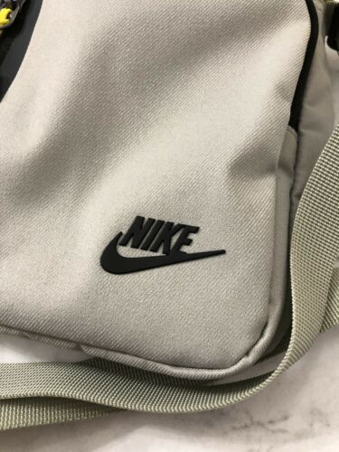 Nike Core Small Items 3.0 Bag Unisex Sports Athletic Beige BA5268-334 New W//Tags